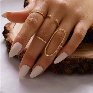Jewelry - NWOT 4 Piece Gold Tone Ring Set